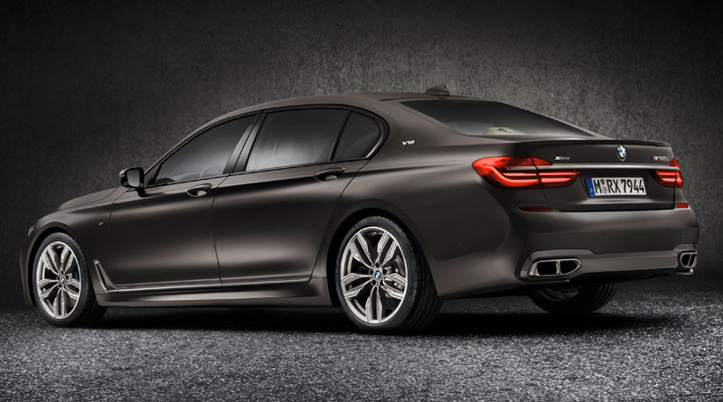 BMW M760Li xDrive trasera lateral Luxabun