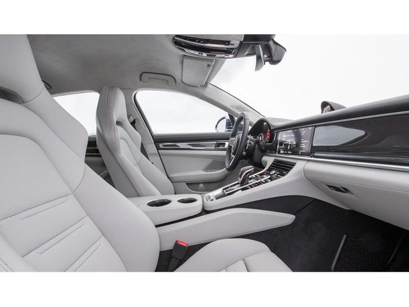 Porsche Panamera Turbo acompañante Luxabun
